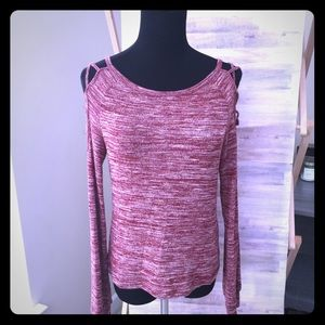 Beautiful sweater w/cutout shoulder detail